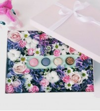 Bloom Box with Macaroon