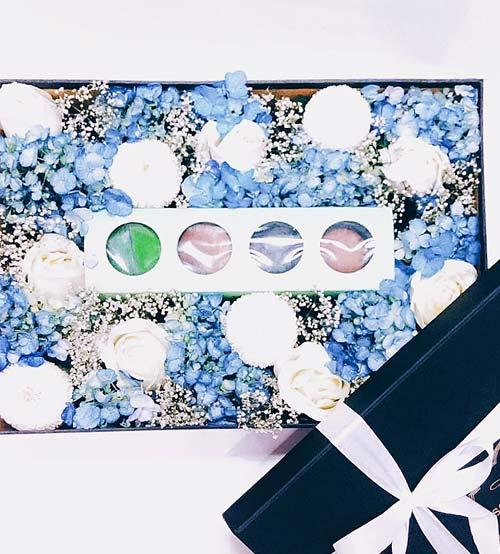 VAL Blue Macaroon Flower Box